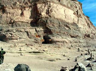 Уцелевшая пещера в горе Байгон.