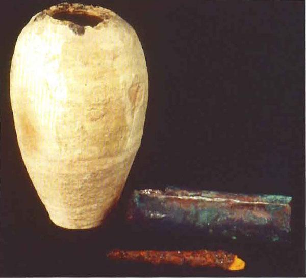 Снимок, сделанный незадолго до войны в Персидском заливе. Части находки хранились в Национальном музее под номерами IM 29209 - IM 29211.