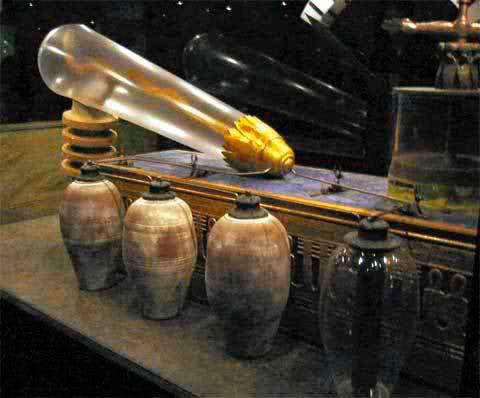 """Полномасштабная модель """"лампы"""" в тематическом парке Эриха фон Дэникена."""